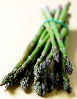 grön sparris grönsak primör årstiderna