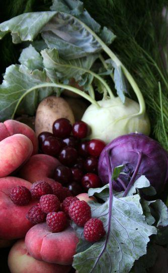kålrabbi, vita persikor, hallon, surkörsbär, dill, färskpotatis