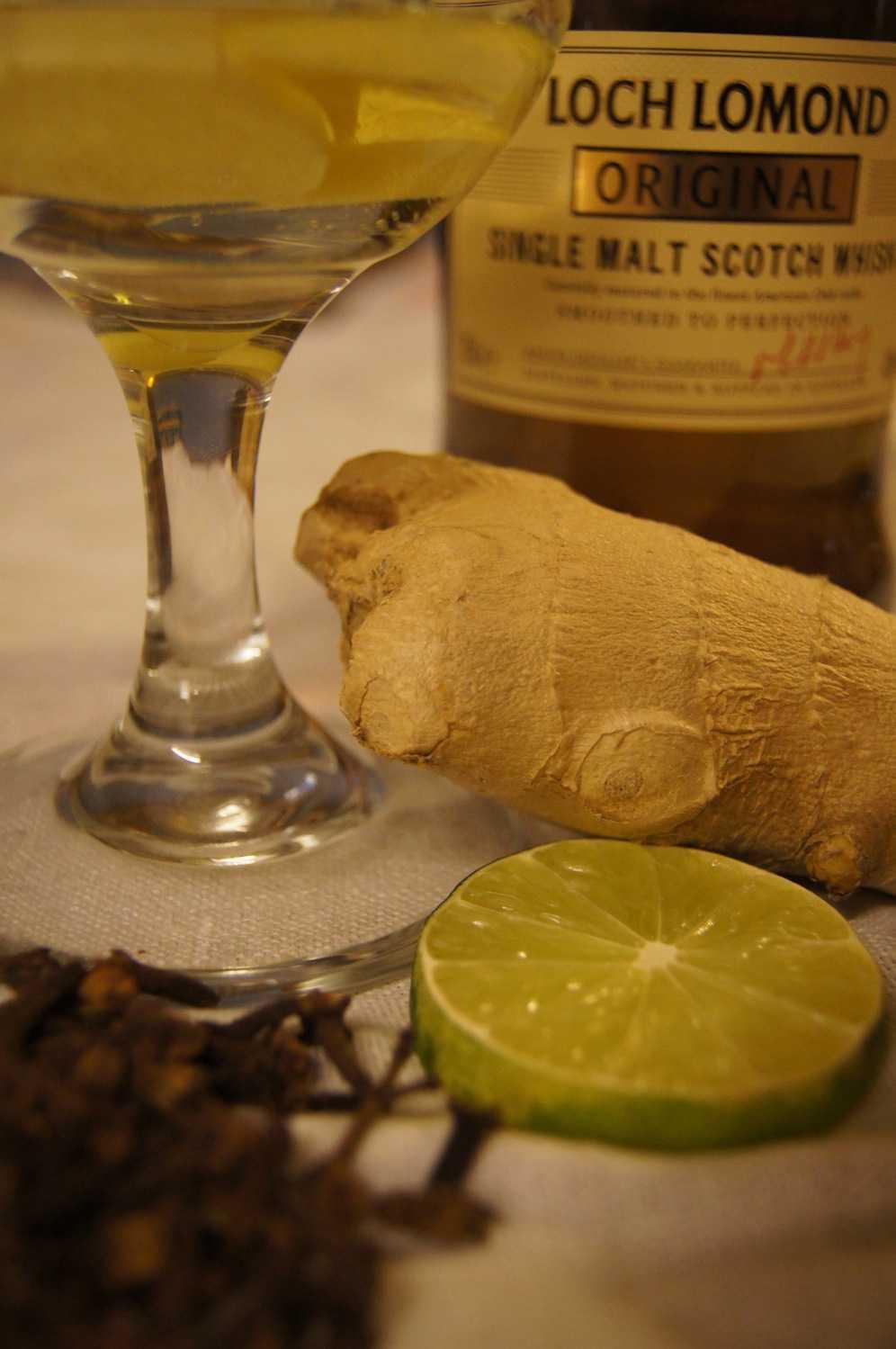Hot whisky, lime, ingefära, kryddnejlika
